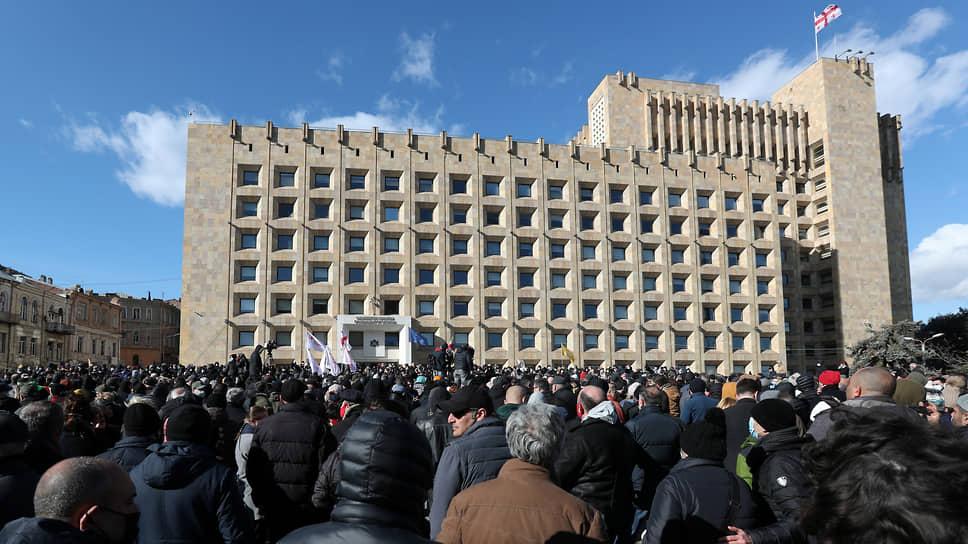 Сторонники грузинской оппозиции протестуют против задержания Никанора Мелии в Тбилиси