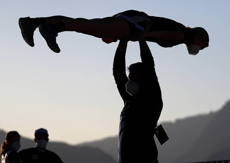 Оберстдорф, Германия. Спортсмены тренируются перед прыжками с трамплина на чемпионате мира по лыжным видам спорта