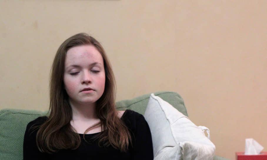 Эмили Оллсон из Швеции, заболевшая нарколепсией после прививки, в интервью шведскому телевидению сказала, что постоянная усталость и сонливость днем мешают ей жить гораздо меньше, чем ночные кошмары