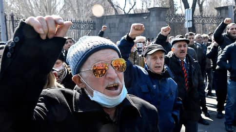 Обострение ситуации в Армении, санкции за оскорбление ветеранов, новая система слежки в метро // Чем запомнилась неделя 2227 февраля: цифры, цитаты и