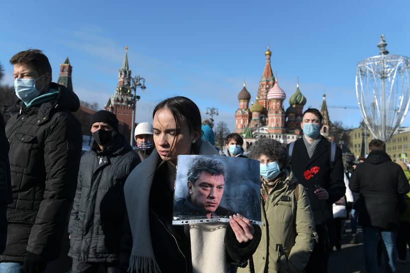 В Москве акция памяти прошла на Большом Москворецком мосту, где был застрелен политик