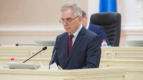 Удмуртский чиновник вернулся с пенсии // Уволенный парламентом главный контролер республики восстановился в должности через суд