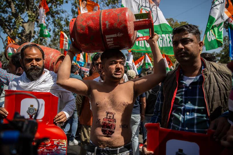 Нью-Дели, Индия. Участники акции против повышения цен на газ