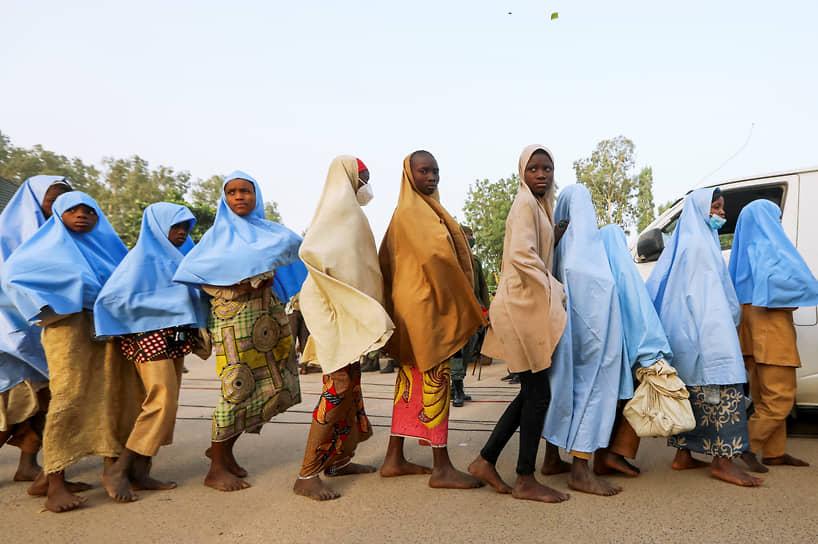 Замфара, Нигерия. Похищенные школьницы после освобождения