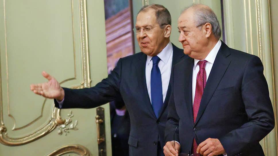 Министр иностранных дел России Сергей Лавров (слева) и министр иностранных дел Узбекистана Абдулазиз Камилов