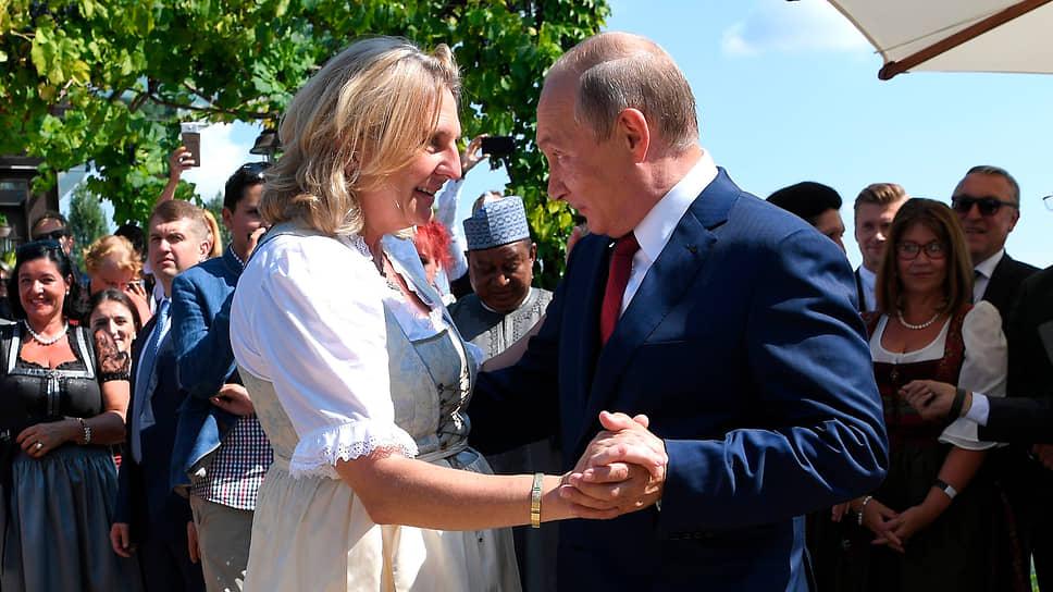Карин Кнайссль танцует с Владимиром Путиным на своей свадьбе в 2018 году