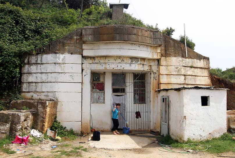 Обжитой бункер времен Холодной войны неподалеку от столицы Албании Тираны