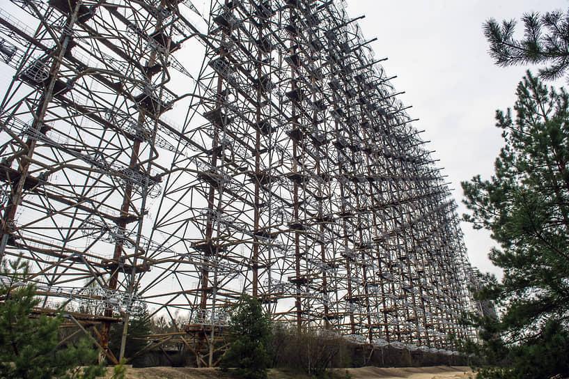 «Дуга № 1» — советская загоризонтная радиолокационная станция для системы раннего обнаружения пусков межконтинентальных баллистических ракет в районе Чернобыля (Украина)