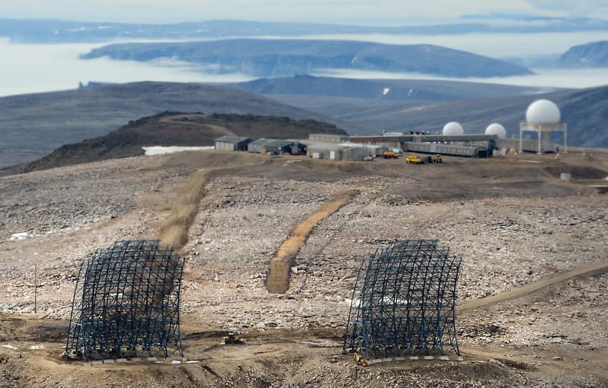 Остатки радиолокационных станций (DEW) на севере арктического региона Канады, построенных для раннего обнаружения советских бомбардировщиков