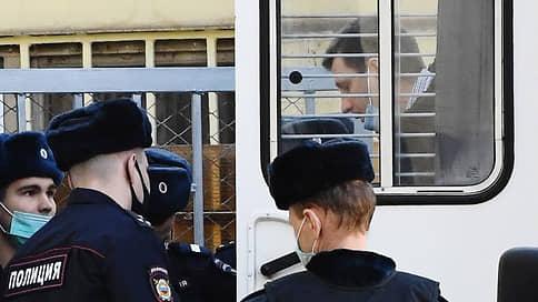 Сергей Фургал готовится к суду присяжных  / Обвиняемый в организации убийств экс-губернатор выступил на закрытом заседании с открытой речью