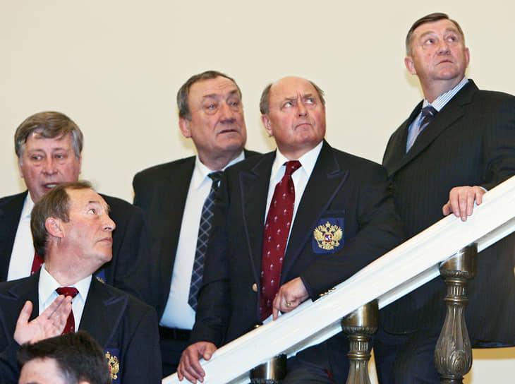Алексей Мишин (второй справа) на встрече президента России Владимира Путина со сборной России после Олимпиады в Турине в Кремле в 2006 году. На тех Играх Евгений Плющенко под руководством Мишина выиграл золото