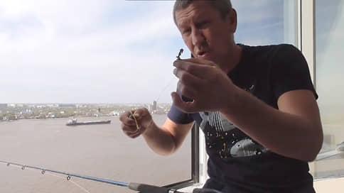 Из «Клевого места» в СИЗО  / Астраханского телеведущего арестовали по подозрению в мошенничестве