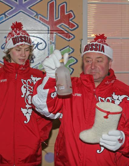Бывший ученик Алексея Мишина Артур Гачинский (слева) — бронзовый призер чемпионата мира 2011 года, серебряный призер чемпионата Европы 2012 года, двукратный серебряный медалист чемпионатов России
