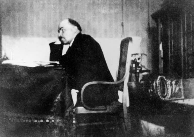 «Предлагаемые Вами меры,— писал В.И.Ленину Г.В.Чичерин после приказа надавить на немцев,— бьют мимо цели, а потому вредны»