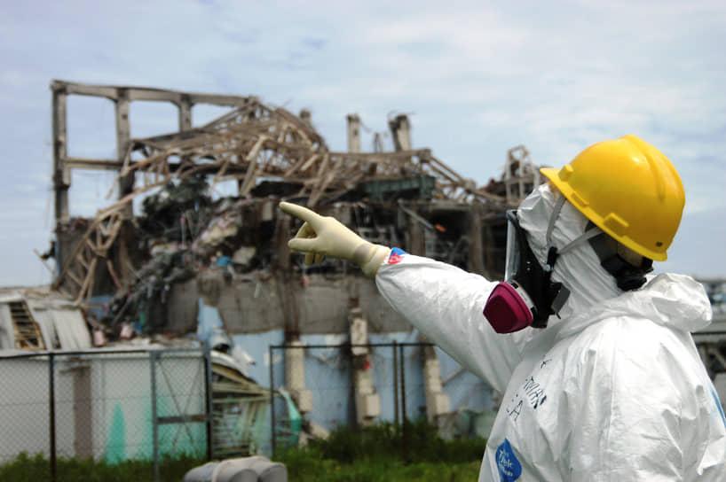 С территории вокруг АЭС были вывезены свыше 160 тыс. человек. В 2018 году завершена дезактивация основной части района эвакуации, но вблизи станции все еще нельзя находиться без защитного комбинезона