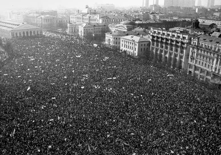 Митинг на Манежной площади начался около 11 утра