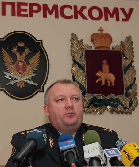 <b>Александр Соколов</b>, начальник ГУ ФСИН по Пермскому краю с 2007 по 2014 год<br> 30 июня 2015 года был арестован по обвинению в мошенничестве (ст. 159 УК РФ). По версии следствия, за обещание своего покровительства получил от бизнесмена Юрия Пескова $300 тыс. с 2008 по 2012 год. В июле 2016 года был осужден на 5 лет колонии, в феврале 2017 года был лишен звания генерал-лейтенанта. В апреле 2018 года Ленинским судом Перми был снова осужден за взяточничество. От предпринимателя Константина Беляева получил туристический сертификат на 400 тыс. руб. и коллекционные монеты стоимостью 81 тыс. руб. и 180 тыс. руб., а от начальника колонии №29 Александра Лесничего — участок площадью 0,5 га стоимостью 1,2 млн руб. С учетом предыдущего приговора получил штраф 3,3 млн руб. и 12 лет лишения свободы