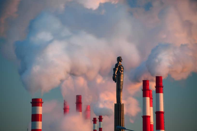 Москва. Памятник космонавту Юрию Гагарину на Ленинском проспекте