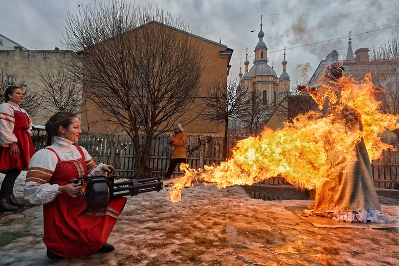Сожжение чучела Масленицы в Санкт-Петербурге