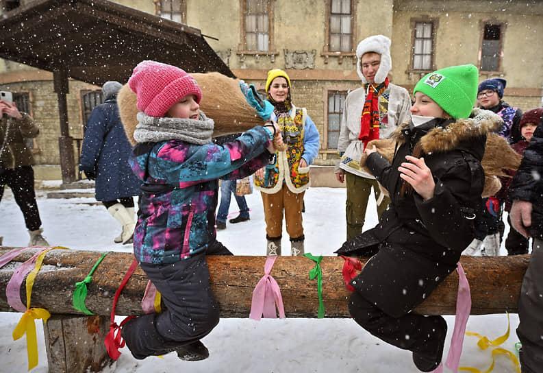 Празднование Масленицы в музее-заповеднике «Горки Ленинские» в Подмосковье