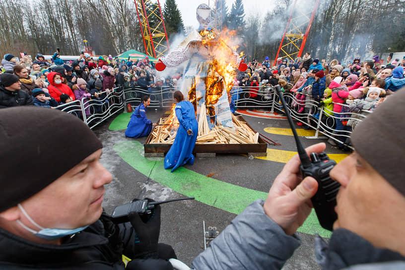 Сожжение чучела в парке аттракционов «Диво Остров» в Санкт-Петербурге