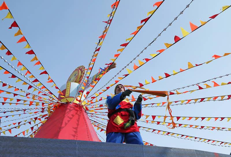 Празднование Масленицы в Самаре на площади Куйбышева