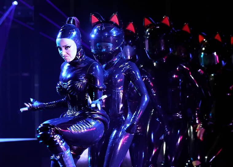 Американская певица Doja Cat во время исполнения песни «Say So» на 63-й церемонии вручения премии «Грэмми» в Лос-Анджелесе