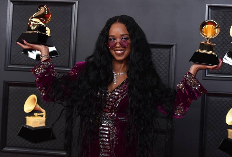 Премия «Лучшая песня года» была присуждена композиции «I Can't Breathe» американской исполнительницы H.E.R. Название песни отсылает к последним словам афроамериканца Джорджа Флойда, который погиб при задержании полицией в мае 2020 года