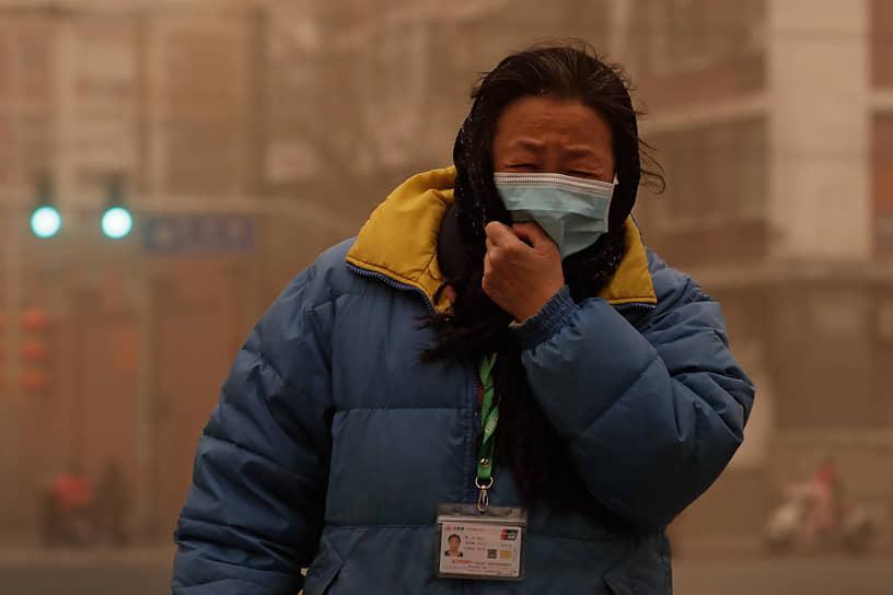 Китайские метеорологи заявляют, что это самая сильная песчаная буря за последние 10 лет