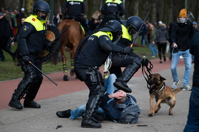 Гаага, Нидерланды. Разгон акции против коронавирусных ограничений