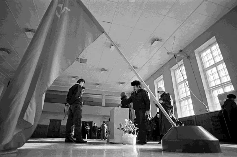 113,5 млн граждан Советского Союза (76,43%) по результатам голосования высказались за сохранение СССР