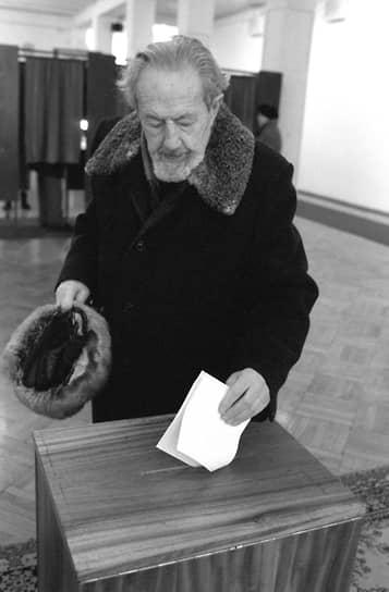 17 марта 1991 года россиянам, пришедшим на референдум о сохранении СССР, было предложено ответить еще на один вопрос: считают ли они необходимым введение поста президента РСФСР, избираемого всенародным голосованием. При явке в 75,1% положительно на этот вопрос ответили 69,9% избирателей