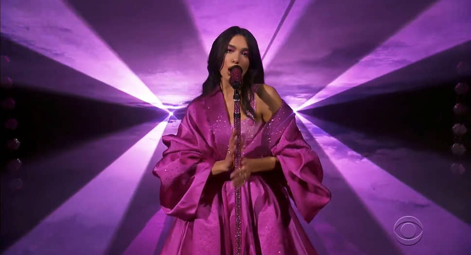 Премию «Грэмми» за лучший вокальный поп-альбом «Future Nostalgia» получила британская певица Дуа Липа