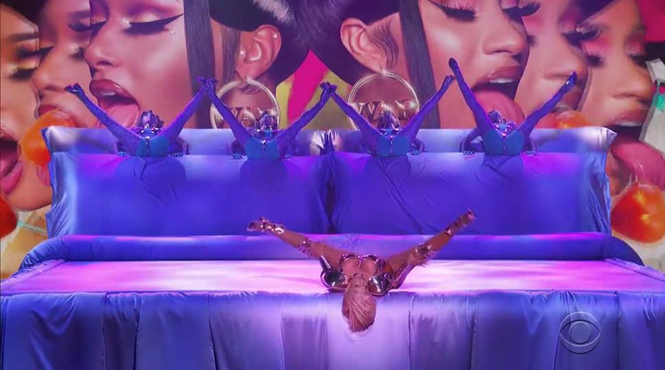 Выступление американской хип-хоп исполнительницы, автора песен и актрисы Карди Би