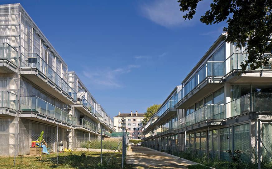 В 1987 году в Париже они основали архитектурное бюро Lacaton & Vassal, занимавшееся проектированием частного и социального жилья, культурных и академических учреждений, а также общественных пространств<br> На фото: социальное жилье в городе Сен-Назер