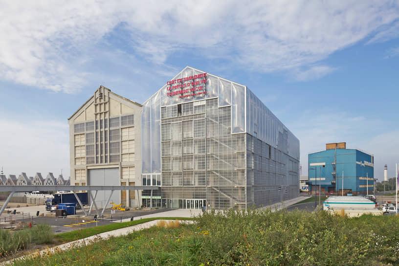 Анна Лакатон также является заместителем профессора архитектуры и дизайна Швейцарского федерального технологического института в Цюрихе и приглашенным профессором Мадридского политехнического университета<br> На фото: музей FRAC Nord-Pas de Calais в Дюнкерке