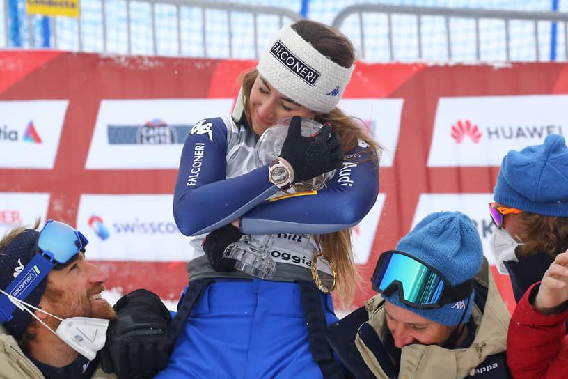 Ленцерхайде, Швейцария. Итальянка София Годжа, одержавшая победу в скоростном спуске на Кубке мира