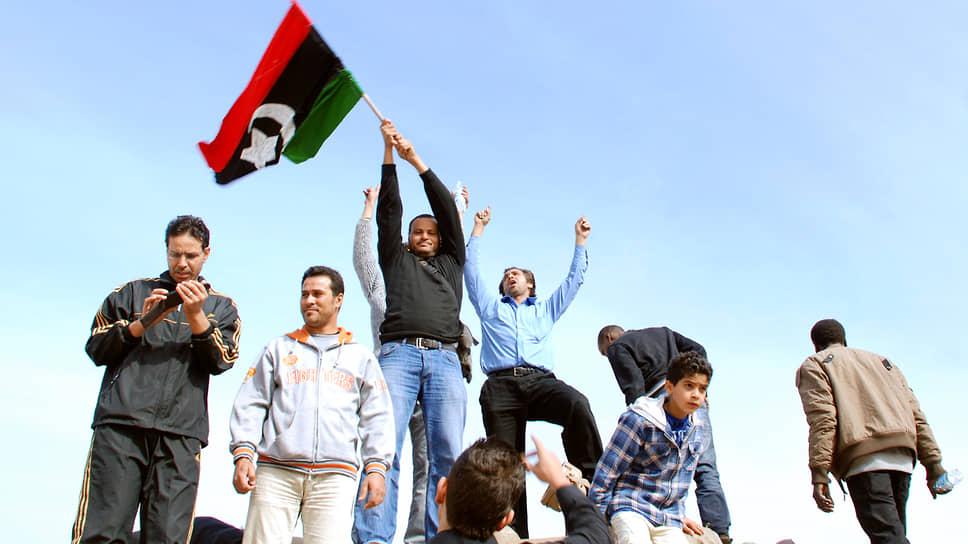 27 февраля в Бенгази оппозиция сформировала Переходный национальный совет (ПНС), который провозгласил себя единственным законным представителем народа Ливии