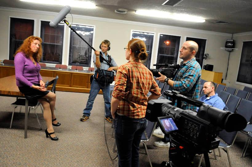 <b> Cтю Расмуссен</b>, США<br> Первый открытый мэр-трансгендер в стране. Возглавила город Сильвертон (9 тыс. человек). Владеет местным театром, а также собственным спутниковым телеканалом. Неоднократно переизбиралась на новый срок
