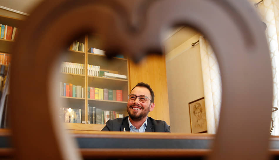 <b> Джанмарко Негри</b>, Италия<br> Стал первым мужчиной-трансгендером на посту мэра итальянского города. В 2019 году возглавил администрацию Тромелло (3,7 тыс. жителей), набрав 40% голосов избирателей. Ранее работал адвокатом по уголовным делам. Имя при рождении — Мария