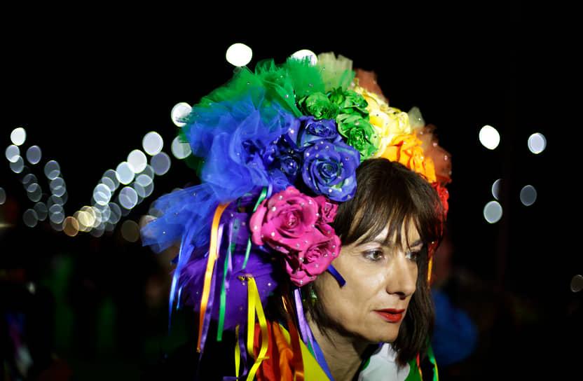 <b> Владимир Луксурия</b>, Италия<br> В 2006 году стала депутатом итальянского парламента от Партии коммунистического возрождения, но продержалась в кресле только два года. Родилась в 1965 году, актриса. Одна из лидеров итальянского ЛГБТ-движения с 1993 года. В 1994 году организовала первый в стране гей-парад. Стала популярным колумнистом, медийным персонажем, участницей ток-шоу. В 2014 году во время Олимпиады в Сочи была задержана российской полицией за попытку демонстрации ЛГБТ-символики