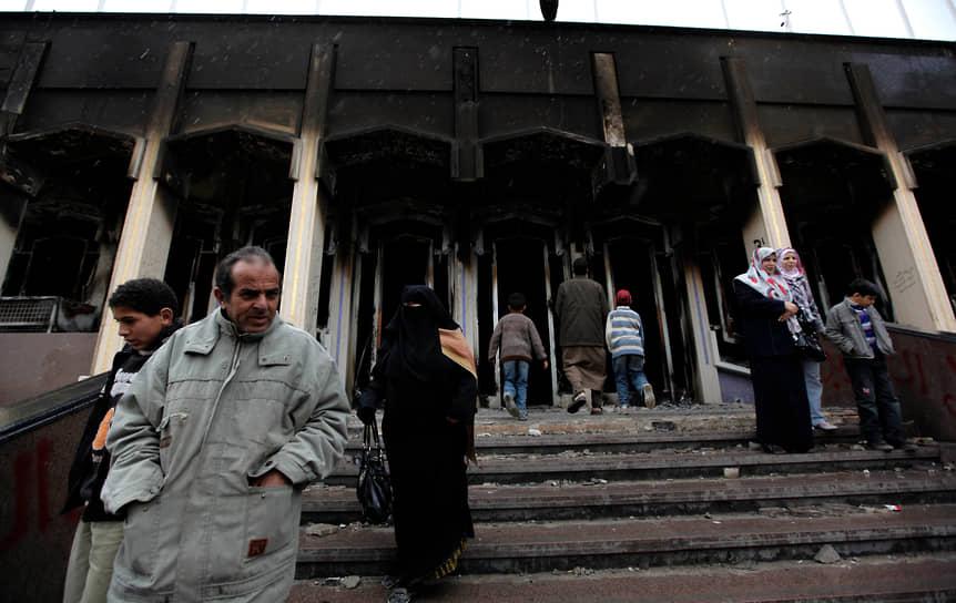 23 августа повстанцы захватили и разгромили резиденцию Муаммара Каддафи в Триполи, начались поиски фактически свергнутого лидера