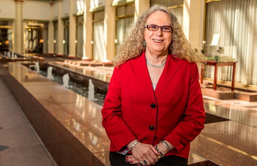 <b> Рейчел Левайн</b>, США<br> В январе 2021 года была назначена помощником министра здравоохранения США и стала первым трансгендером, занимающим федеральный пост. Ранее возглавляла систему здравоохранения штата Пенсильвания, руководила борьбой с COVID-19