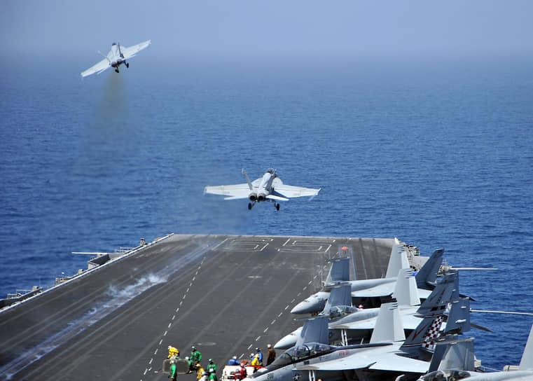 19 марта ВВС США, Франции и Великобритании начали наносить воздушные удары по позициям войск Каддафи. 31 марта контроль над операцией перешел к НАТО