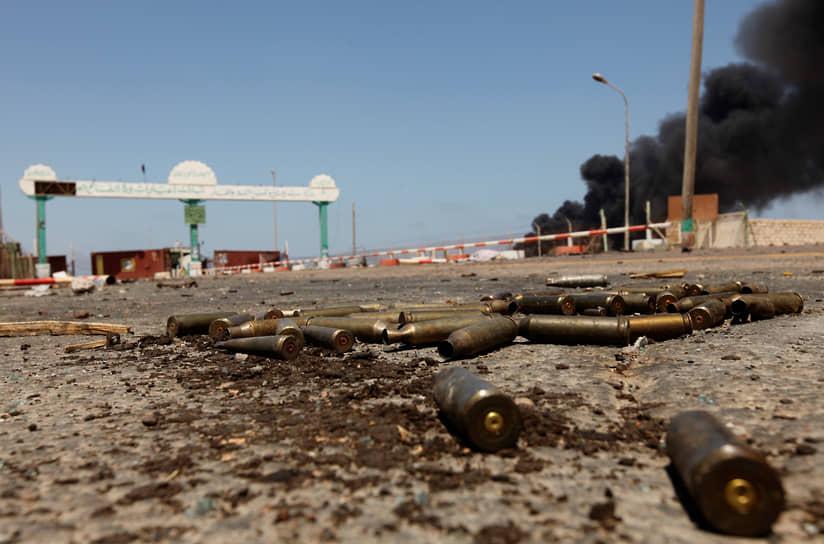 11 августа повстанцы захватили ключевой нефтяной порт Марса-эль-Брега (на фото), через неделю — стратегически важный город Эз-Завия