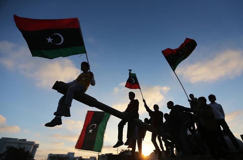 В сентябре 2015 года стороны конфликта пришли к соглашению о создании Правительства национального согласия (ПНС), однако гражданская война продолжилась. ПНС контролирует Триполи и ряд территорий на западе страны. Центральную и восточную часть страны контролирует Ливийская национальная армия во главе с Халифой Хафтаром. На подконтрольной армии территории заседает Палата представителей