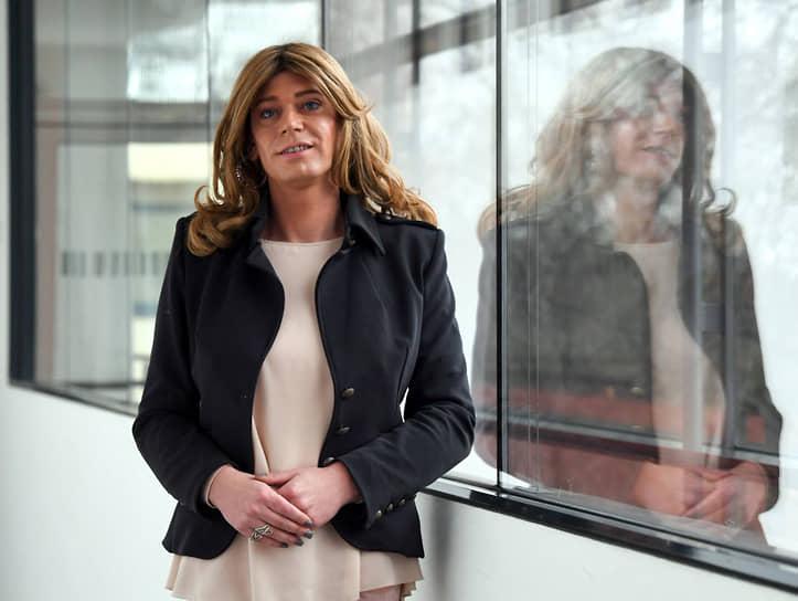 <b> Тесса Гансерер</b>, Германия<br> С 2018 года состоит с ландтаге Баварии и федеральном парламенте Германии. Открытый трансгендер. Впервые в женском образе появилась на пресс-конференции в январе 2019 года. Имя при рождении — Маркус Гансерер. Есть жена, двое сыновей