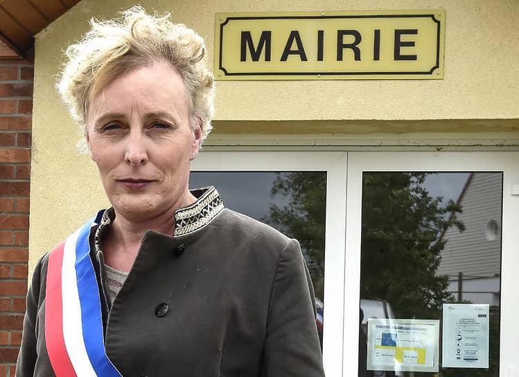 <b> Мари Ко</b>, Франция<br> Первая женщина-трансгендер, ставшая мэром французского города. В мае 2020 года в возрасте 55 лет была избрана главой городка Тиллуа-Ле-Маршьен (600 чел.). Уверена, что получила пост не из-за своих особенностей, а благодаря программе. Придерживается социально-экономической модели, основанной на принципах устойчивого развития местной экономики. Сочетает работу мэра с постом директора консалтинговой компании в области информационных технологий