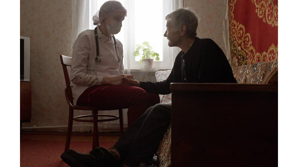 Врач Анастасия Иванова и пациентка Лидия Сороченкова