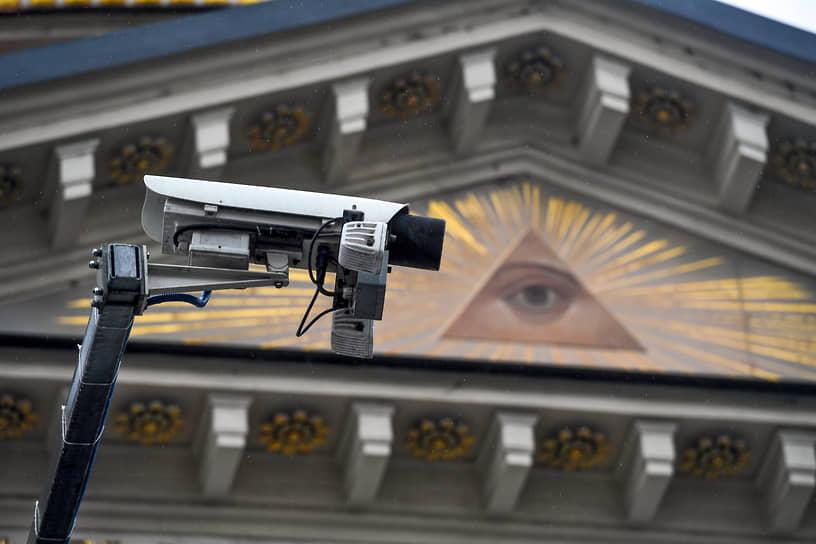 Москва. Камера видеонаблюдения на улице Варварка